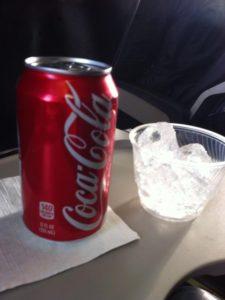 機内でのコーラはうまい